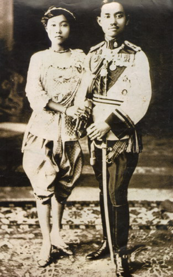 King Prajadhipok and Queen Rambai Barni