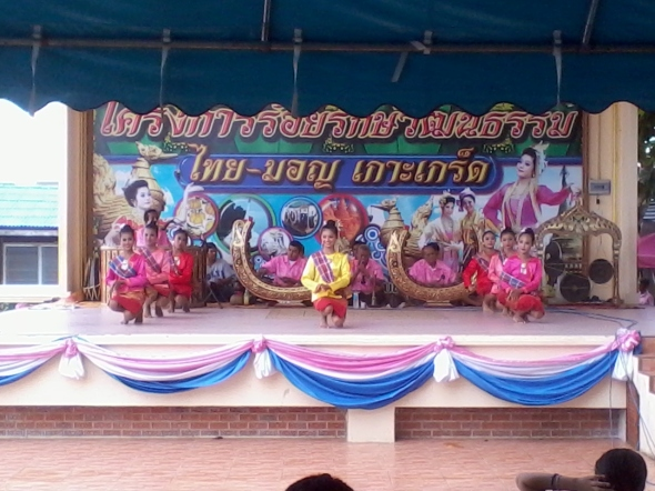 Mon-Thai classical dancers - Koh Kret